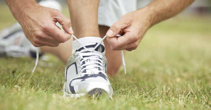 how to lace tennis shoes