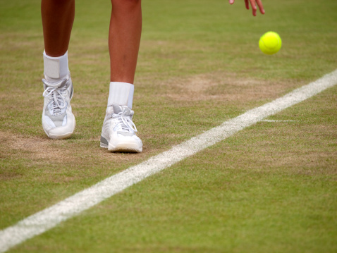 tennis shoes for grass court